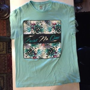Men's large graphic trust no one shirt